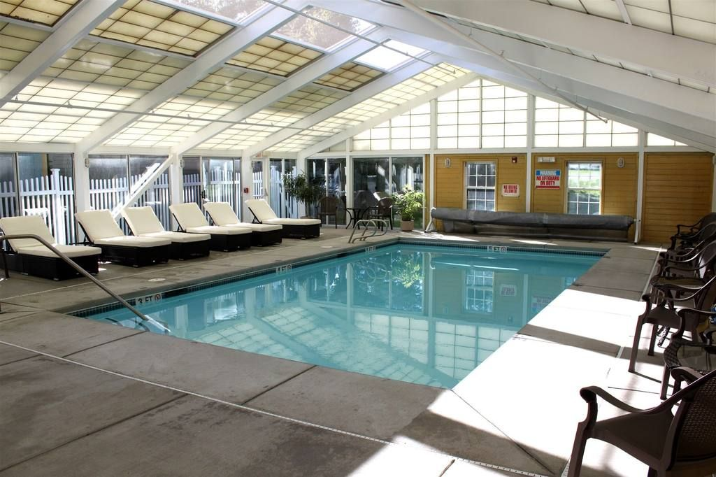Yankee Inn Pool